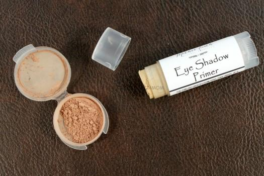 Mother Earth Beauty Bar Eyeshadow Primer & Eyeshadow in Midnight Moc