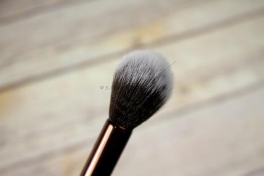Luxie Beauty - Rose Gold Tapered Highlighting Brush 522